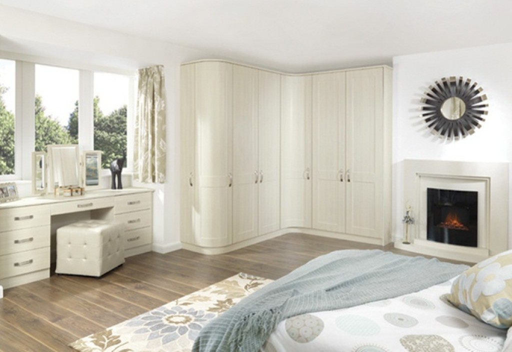 Fitted bedroom furniture and hinged wardrobes from a uk for Furniture keighley